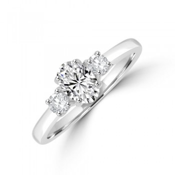 Platinum Three-stone Oval GVS1 Diamond & Brilliant cut Ring