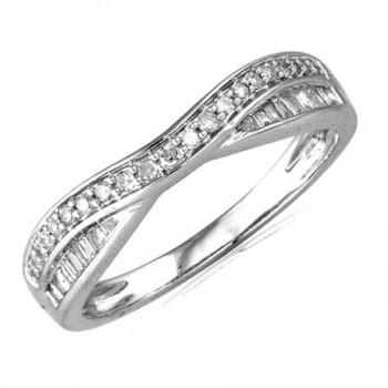 18ct White Gold Brilliant & Baguette Diamond Shaped Ring
